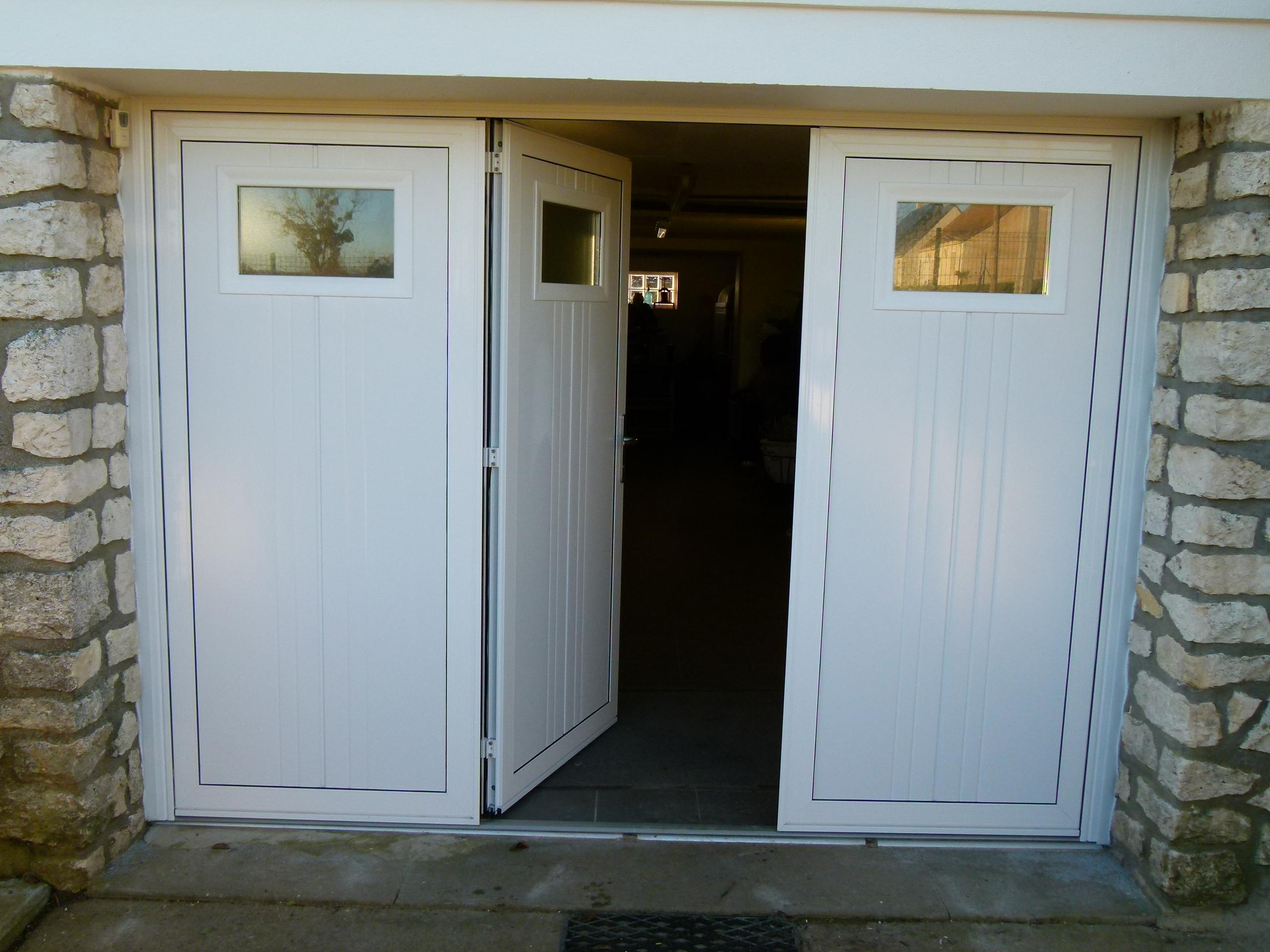 Porte garage battant pvc id es de conception sont int ressants votre d cor for Porte de garage battant alu